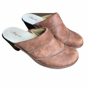 SoftSpots Brown Leather Clogs Heels 7.5M